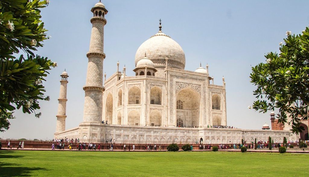 Top 9 Agra Famous Places That You Must Visit